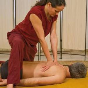 Yoga-ayurbediko masajea