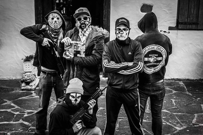 Trigger eta Gorpuzkingz taldeek joko dute domekan gaztetxean