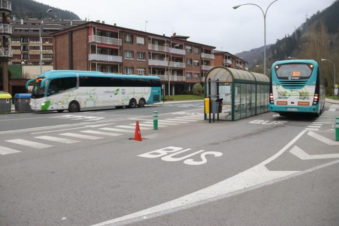 Autobus zerbitzua oraindik gehiago murriztu dute