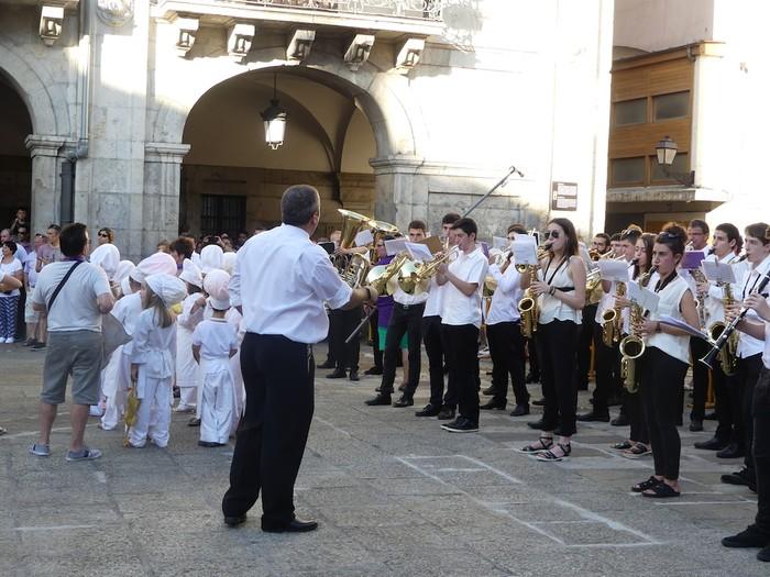 Txikitxoenek San Juan festetan murgildu dute herria - 39