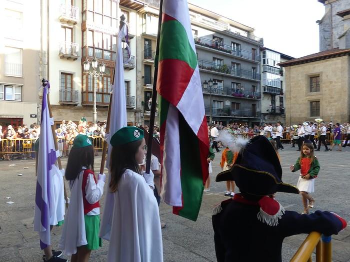 Txikitxoenek San Juan festetan murgildu dute herria - 24