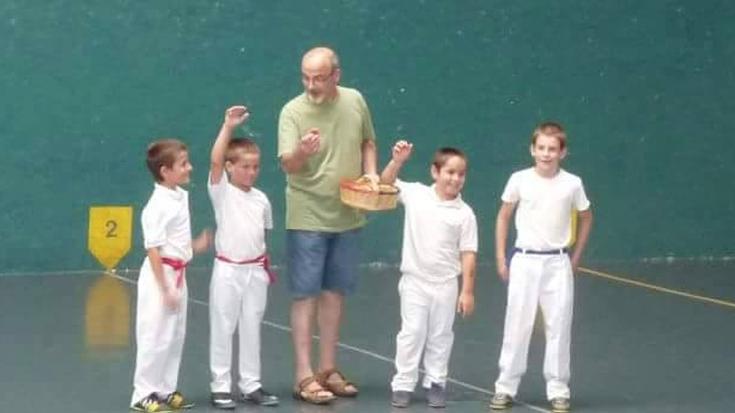 Omenaldi hunkigarria Elgetan Juan Luis Uberari