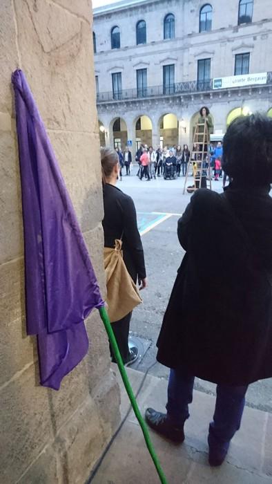Bergaran emakumeen eskubideen aldeko kalejira performancea egin zuten - 4