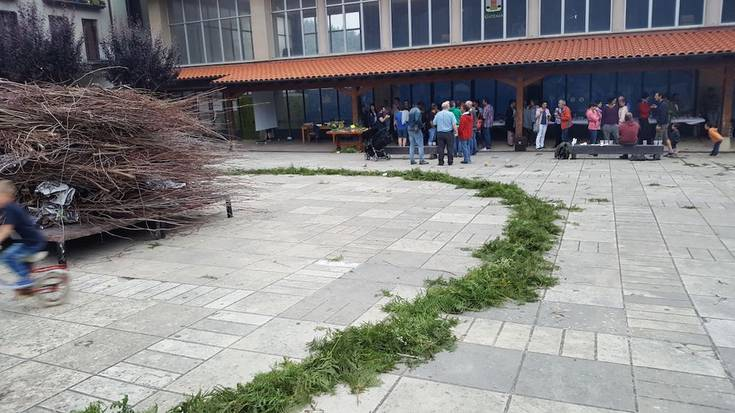 Udako solstizioari ongietorri aparta egin diote Leintz Gatzagan