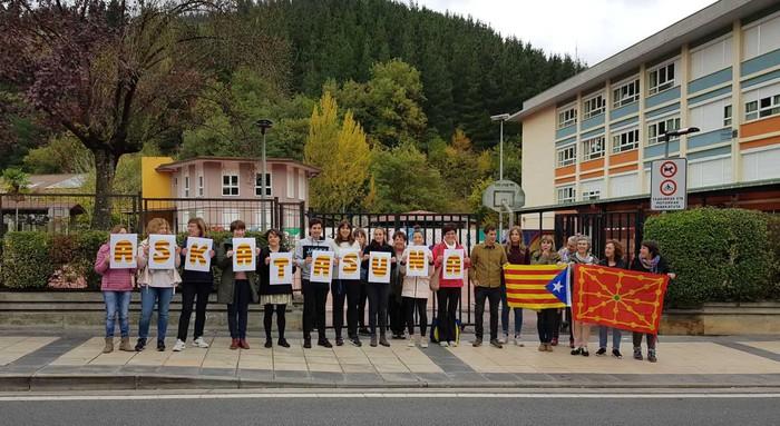 Euskal sindikatuek deitutako elkarretaratzearekin bat egin dugu Luis Ezeizan