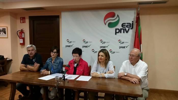 EH Bilduren gobernuaren inposaketa eta arazoak kudeatu eta konpontzeko gaitasun eza salatu ditu Oñatiko EAJ-PNVk