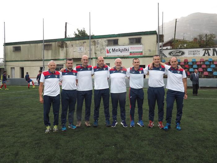 Aloña Mendi Kirol Elkarteko Futbol saileko talde guztiak aurkeztu dituzte - 4