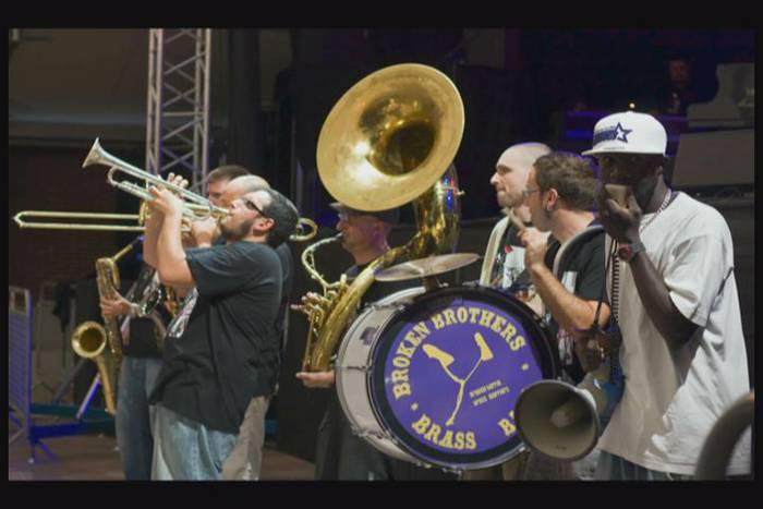 Berumuga: Broken Brothers Brass Band