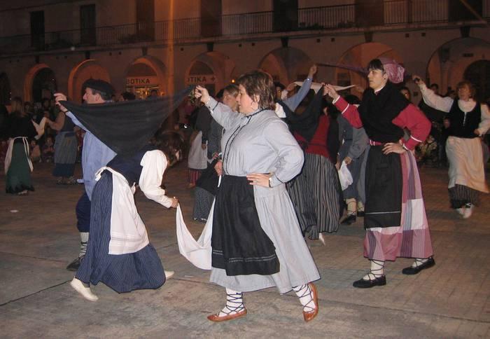 Beinke-Loramendi dantza entseguak daude eguaztenetan