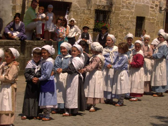 Lagun Artean dantza taldeak batzarra egingo du ekainaren 15ean urteurren ospakizunak antolatzeko