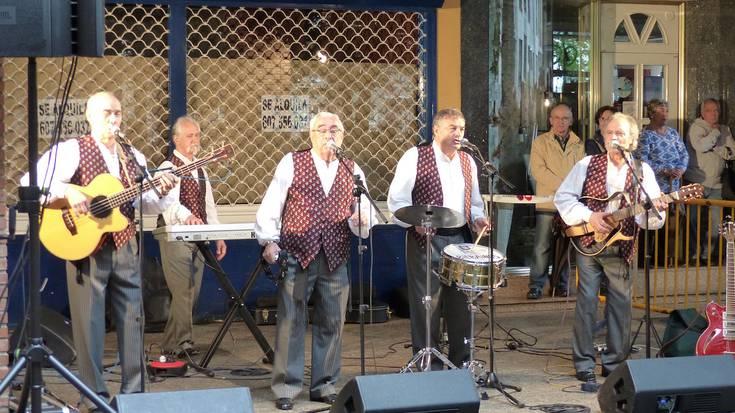 'Los Bocheros' bilbainadek kantu ezagunez girotu dute eguerdia