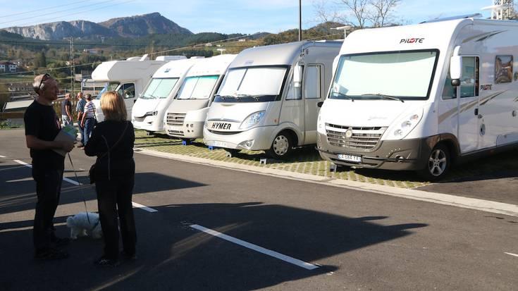 San Martin auzoko autokarabana gunea inauguratu dute