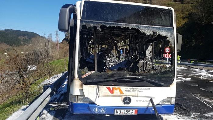 Autobus bat su hartuta Arrasaten - 13