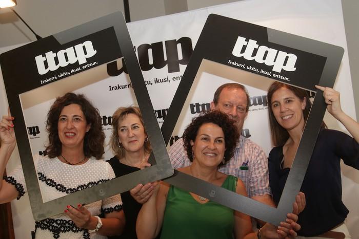 'Ttap' aldizkaria ezagutzeko jende asko elkartu da Donostian - 76