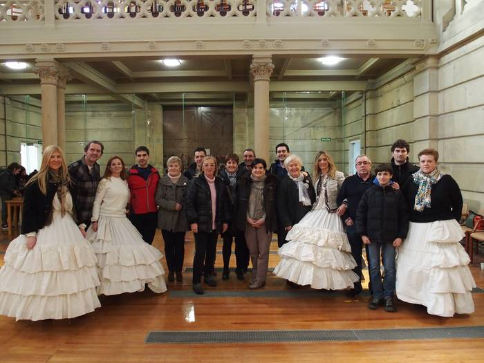 Martitzenera arte eman daiteke izena 'La Traviata'-ko autobusean