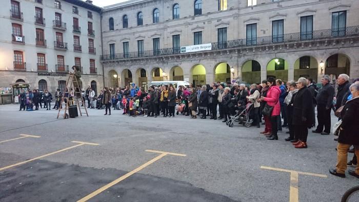 Bergaran emakumeen eskubideen aldeko kalejira performancea egin zuten - 1