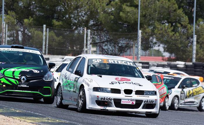 Xabier Fernandez 'Purito'-k ezin izan du Race Turismos txapelketa borobildu, matxura batengatik