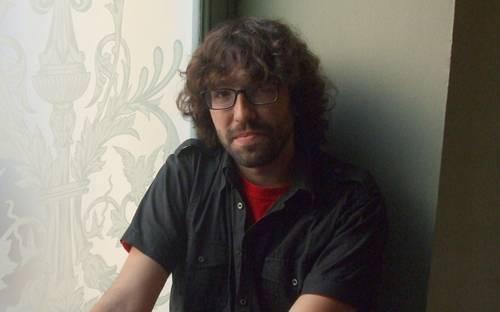 Iñigo Astiz dator gaur liburutegira