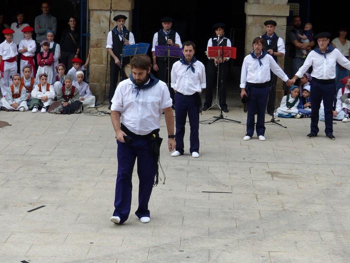 Txupina botaz eta ikurrin dantzarekin jaietan dira Antzuolan - 28