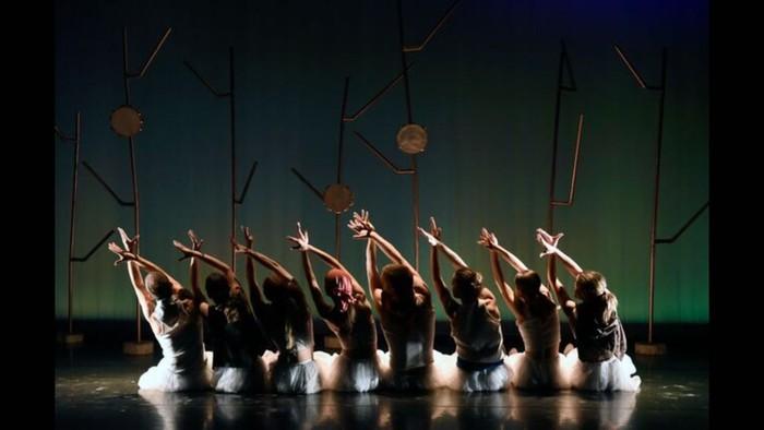 Mauriziaren indarra dantzara ekarrita