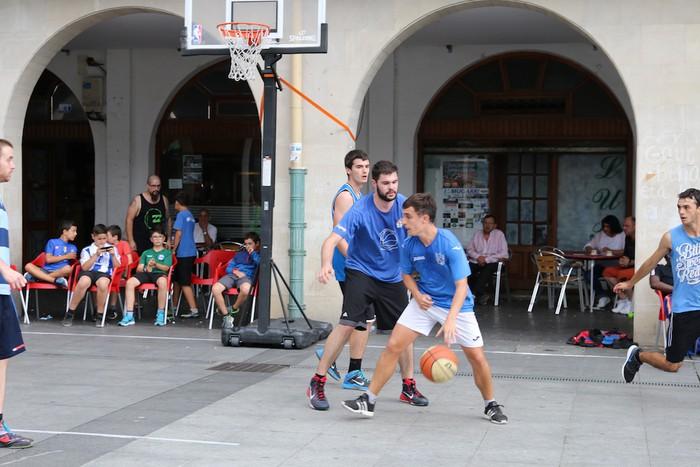 Uztaipeko ikuskizuna Aretxabaletako Herriko Plazan - 15