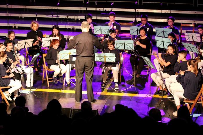 Bergarako musika eskolako gazte banda eta orkestra sinfonikoa Valentziara joango dira etzi
