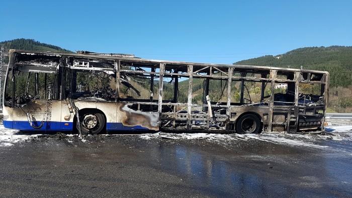 Autobus bat su hartuta Arrasaten - 1