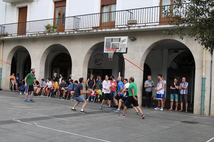 Uztaipeko ikuskizuna Aretxabaletako Herriko Plazan - 6