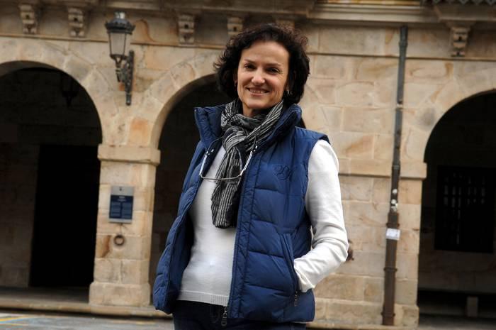 """Isabel Salud: """"Zain gaude Pedro Sanchezek zer egingo duen ikusteko"""""""