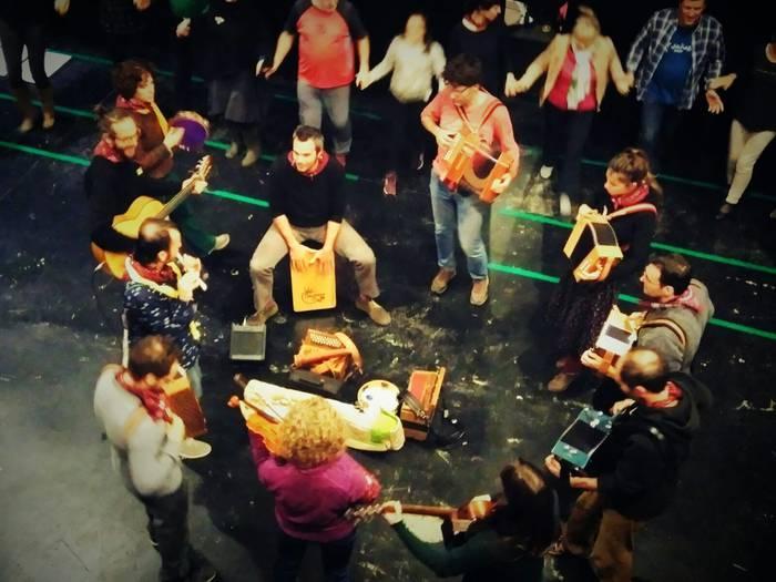 Abenduaren 7an folk dantzaldia Espaloian: Escamot català