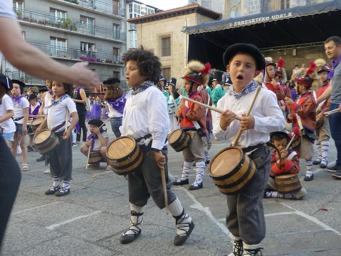 Txikitxoenek San Juan festetan murgildu dute herria - 43