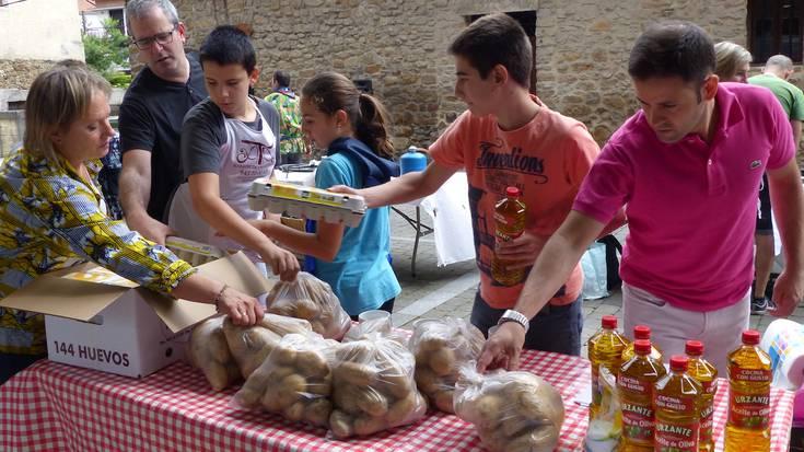 Patata tortilla lehiaketa Antzuolako jaietan