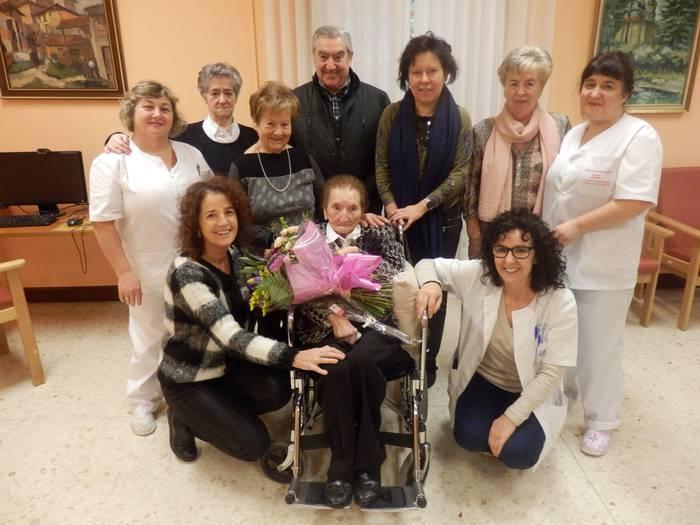 102 urte bete ditu Mari Paz Zubialdeak Mizpirualde Egoitzan