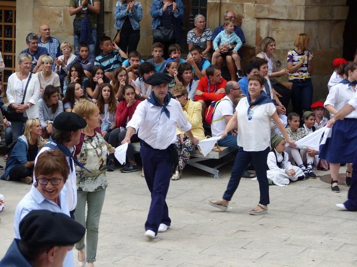 Txupina botaz eta ikurrin dantzarekin jaietan dira Antzuolan - 47