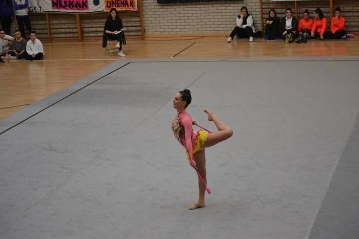 Lorea Armendariz gimnasta lehena Gipuzkoako eskolartekoan