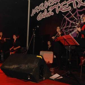 Ain_1 taldearen 'Musika kaxa' ikuskizunaren estreinaldia
