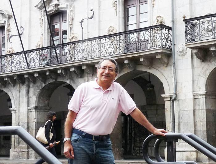 """Luis Mari Apraiz: """"Zinegotzi izanda, tokiko administrazioa eta dauden presio eta interesak ezagutu ditut"""""""