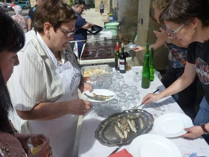 Sardina-jana eta kanpai hotsak San Bartolome egunean