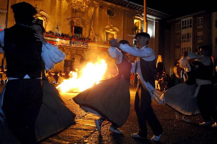 Aurtengo San Juan festei azken ukituak ematen