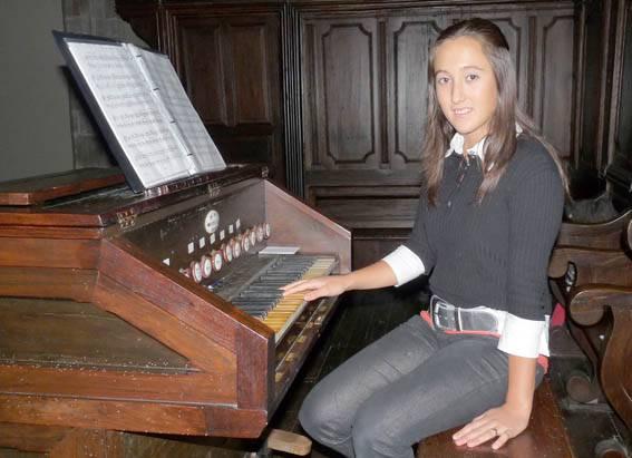 14 urterekin elizako organoa jotzen hasi da Maitena Mañarikua