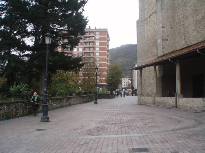 Txukun-txukun  jarri dute Santa  Marinako  espaloia