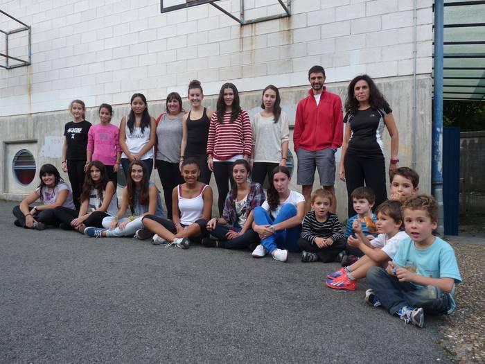 Irakasle berriarekin, ilusioz ekin dio ikasturteari Lagunartea dantza taldeak