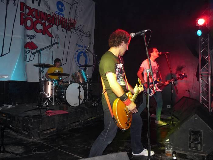 Bertso saio musikatua eta zuzeneko punk-rocka izango dira aste bukaeran gaztetxean