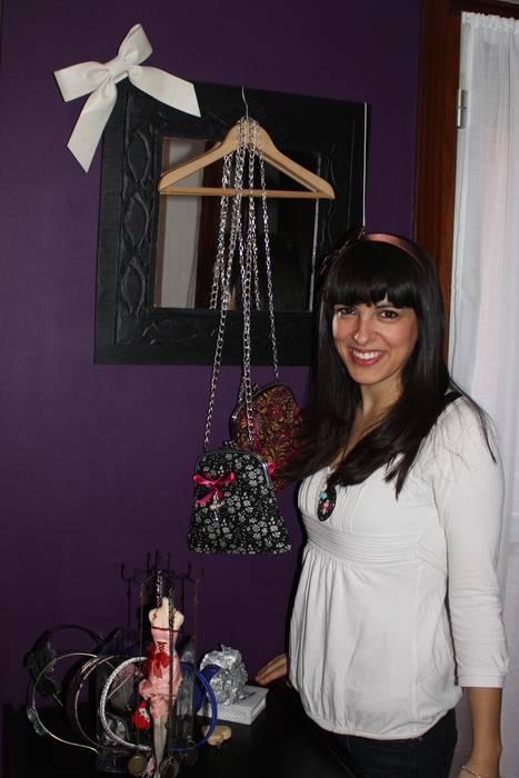 """Lara Gonzalez: """"Nire diseinuak saltzeko denda bat izatea, atzean lanerako txoko bat duela, hori da nire ametsa"""""""