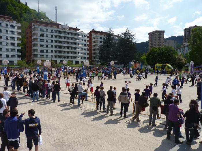 Laubide plaza Jose Maria Arizmendiarrieta plaza izango da hemendik aurrera