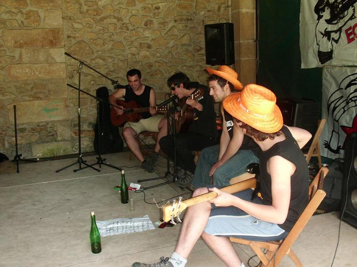 Kalamity Blue band taldearen kontzertua
