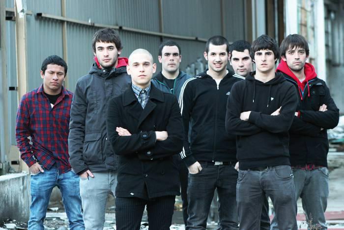 """Interprete Desconocido eta The Convicts: """"Teletetxo Records-ek diskoa Euskal Herritik kanpo zabalduko du"""""""