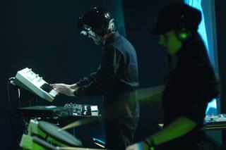 """LA-TOX: """"Estilo elektroniko askoren nahasketan datza gure musika guztiaren funtsa"""""""