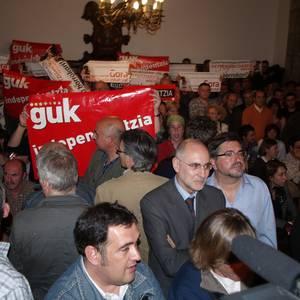 Argazkiak: mozioak eztabaidatzeko osoko bilkura. 2008-04-24