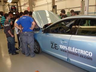 Auto elektrikoak gidatu dituzte Lanbide Eskolakoek